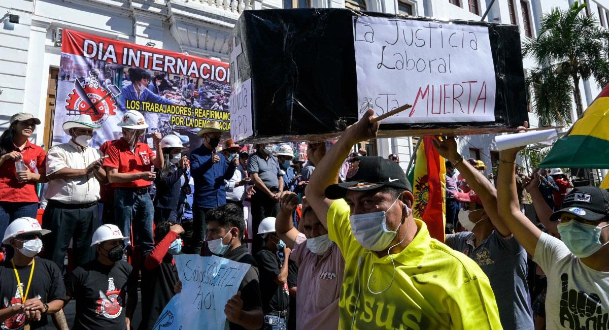 marchan en conmemoración del Día Internacional del Trabajo. Foto: EFE