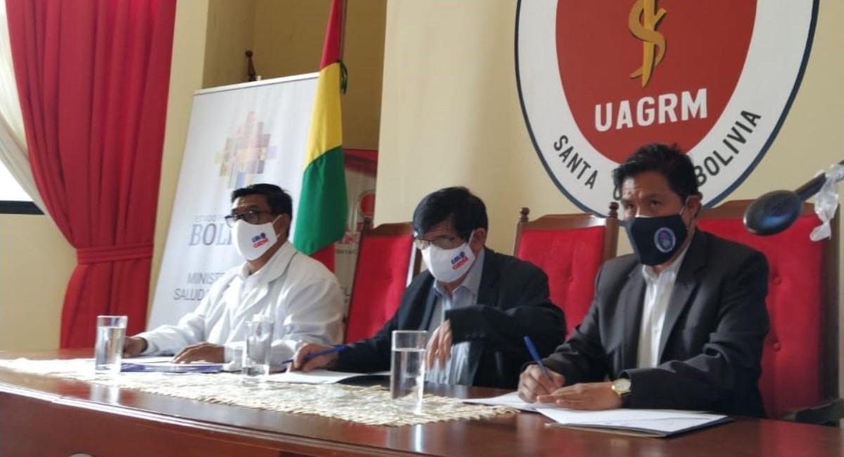El Ministerio de Salud y la UAGRM firmaron un convenio. Foto: ABI