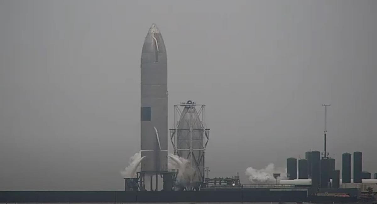 Lanzamiento al espacio del Falcon 9 con una nueva tanda de 60 satélites para su red de internet Starlink. Foto: Twitter @NASASpaceflight