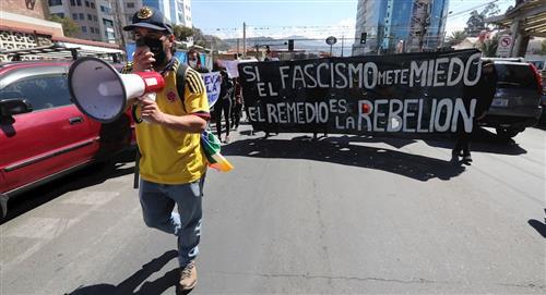 Activistas protestan ante la embajada colombiana en Bolivia