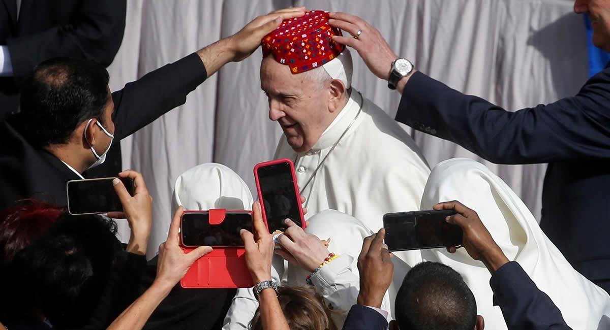 Desde octubre de 2020 las audiencias se habían celebrado con el mismo formato, pero sin fieles y en la sala de la Biblioteca del palacio pontificio. Foto: EFE
