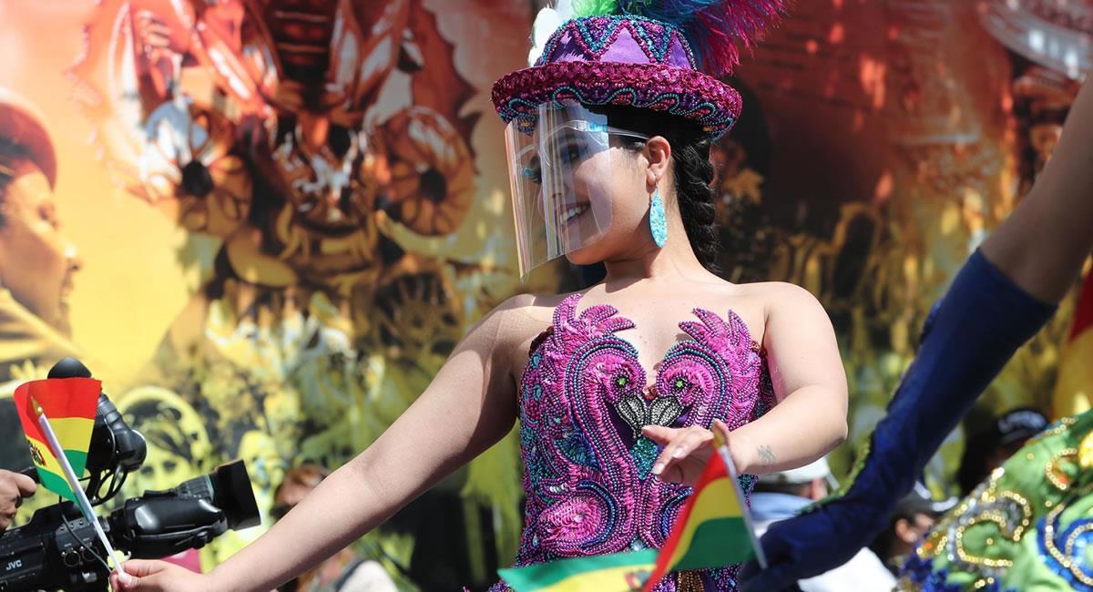Cientos de personas bailaron en defensa del origen de estas danzas bolivianas. Foto: EFE