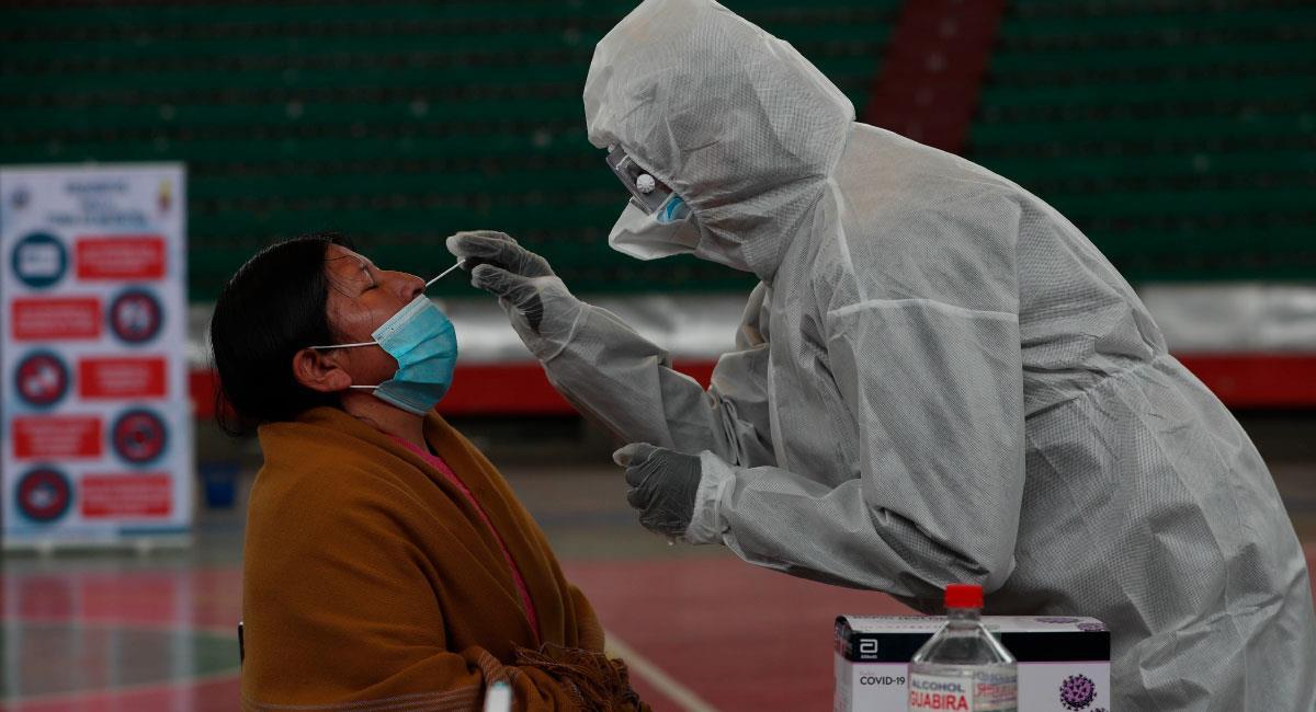 Bolivia supera por primera vez los 3.000 contagios diarios de la covid-19. Foto: EFE