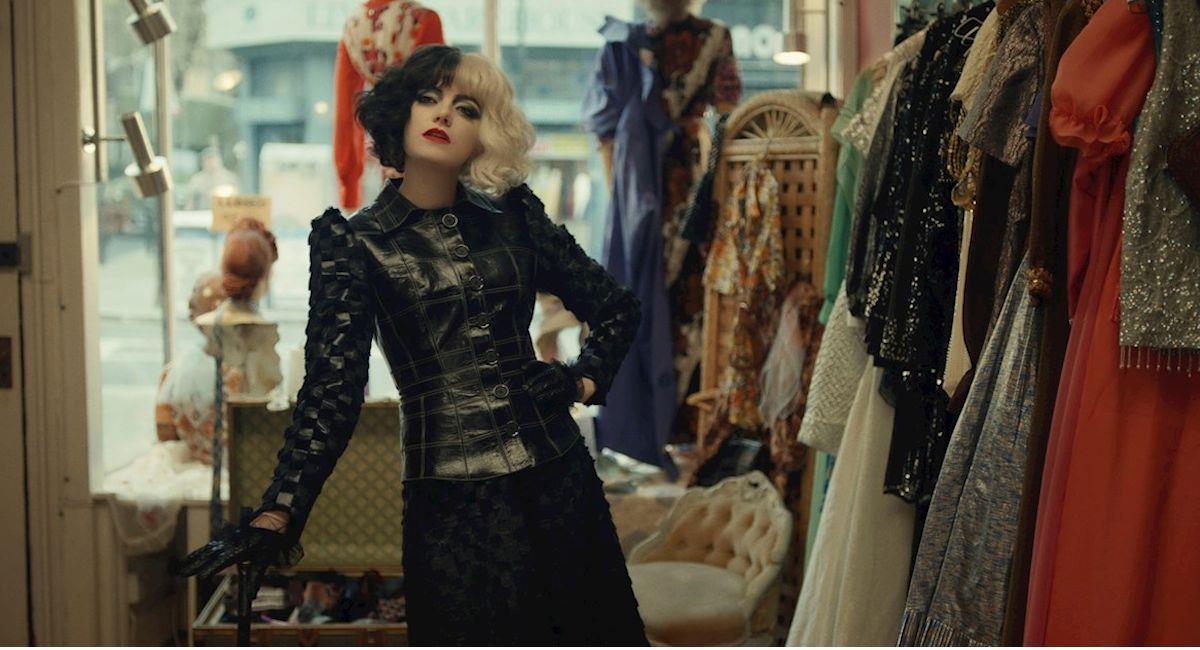 La actriz Emma Stone en su papel como Cruella de Vil,. Foto: EFE