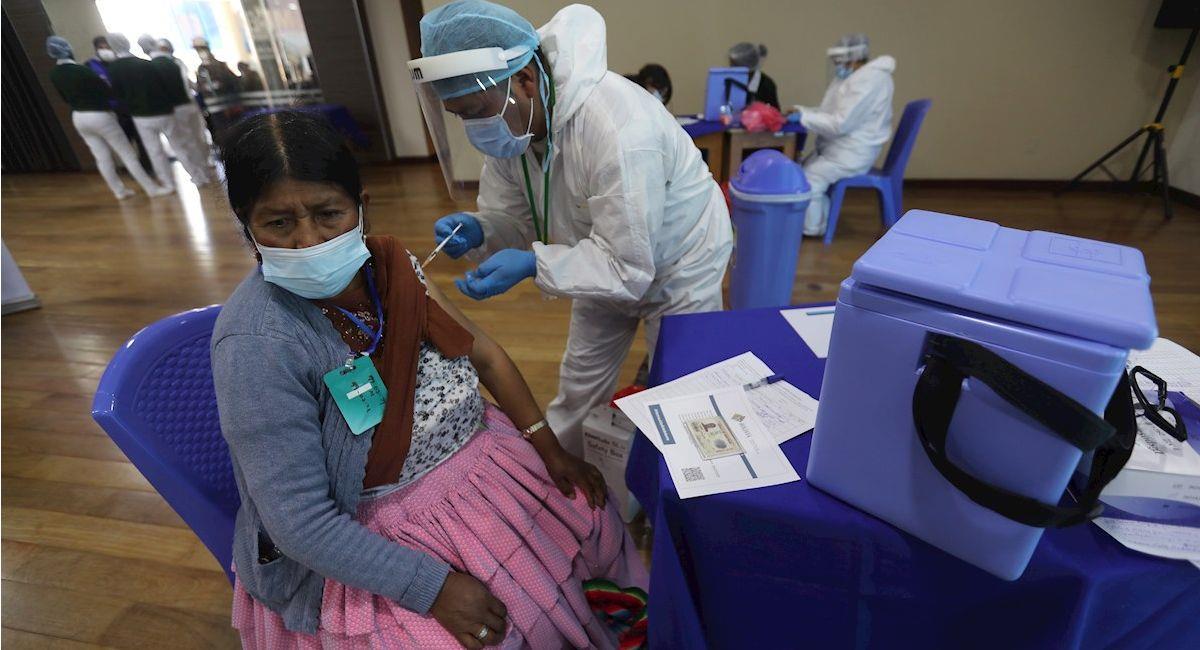 Vacunación contra la covid-19 en Bolivia. Foto: EFE