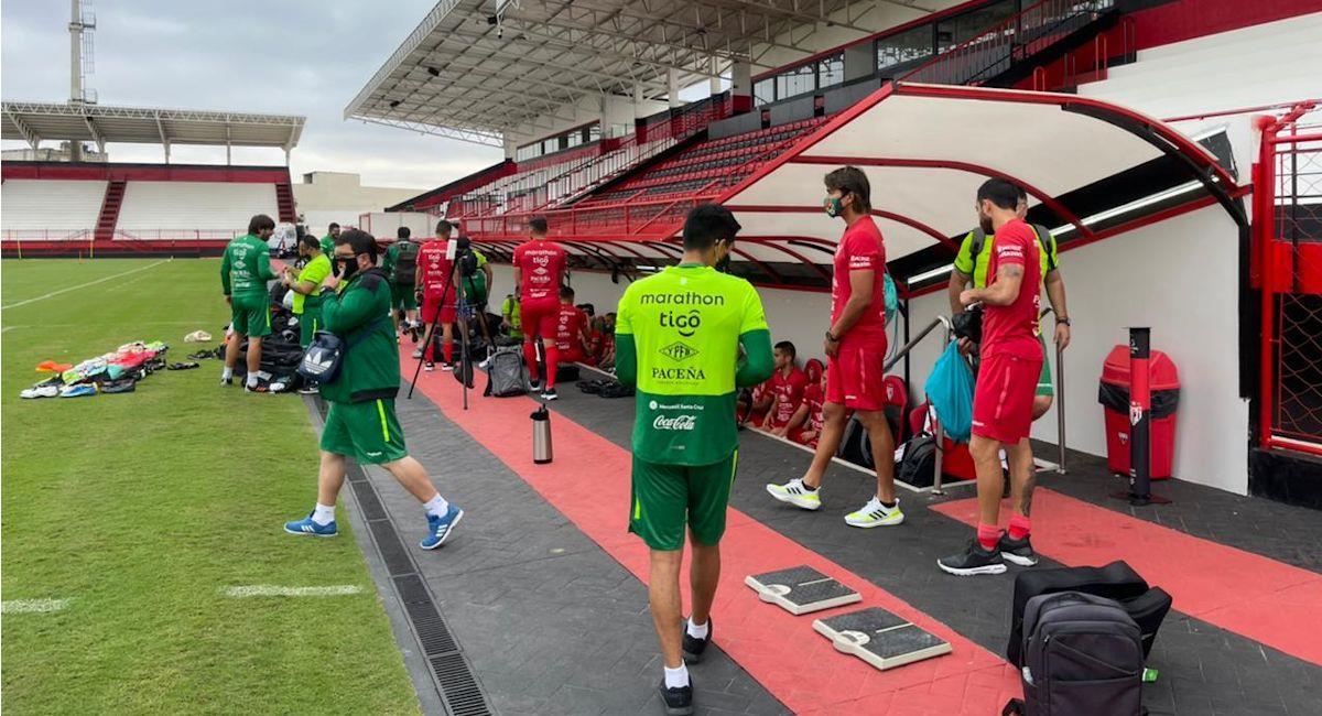 Práctica de la selección boliviana en Brasil. Foto: Twitter @laverde_fbf