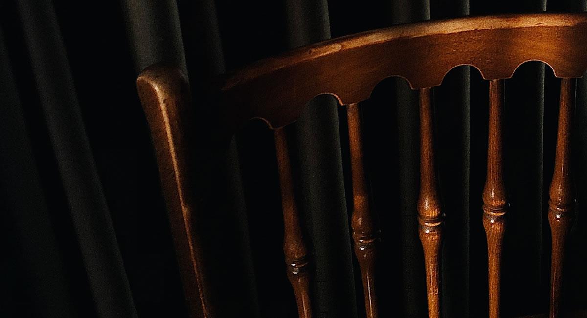 ¿Te atreverías a sentarte en el terrorífico 'Sillón del Diablo'?. Foto: Unsplash