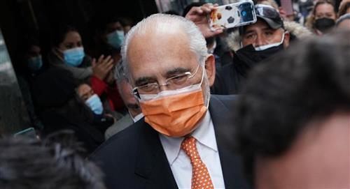 """Expresidentes piden fin al """"hostigamiento"""" contra Carlos Mesa"""