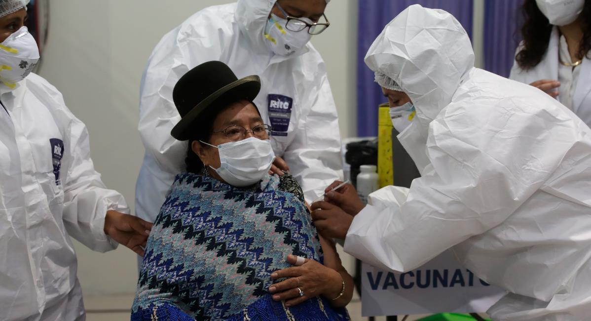 Avanza la vacunación contra la covid-19 en Bolivia. Foto: EFE