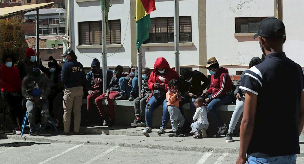 Haitianos detenidos por ingresar de forma irregular a Bolivia. Foto: EFE