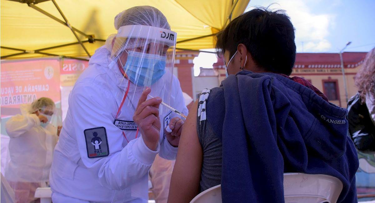 Vacunación contra la COVID-19 en La Paz. Foto: EFE