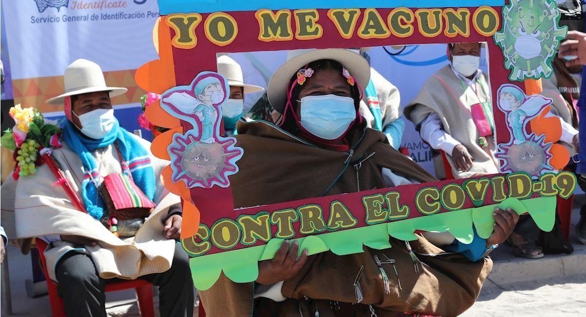 Comunidad Uru Chipaya acude a la jornada de vacunación contra la COVID-19. Foto: EFE