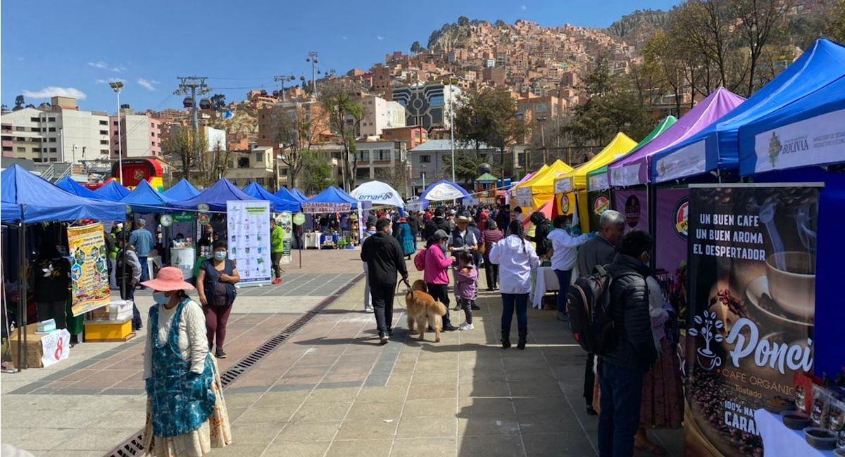 "Feria ""Unidos contra el COVID"". Foto: ABI"