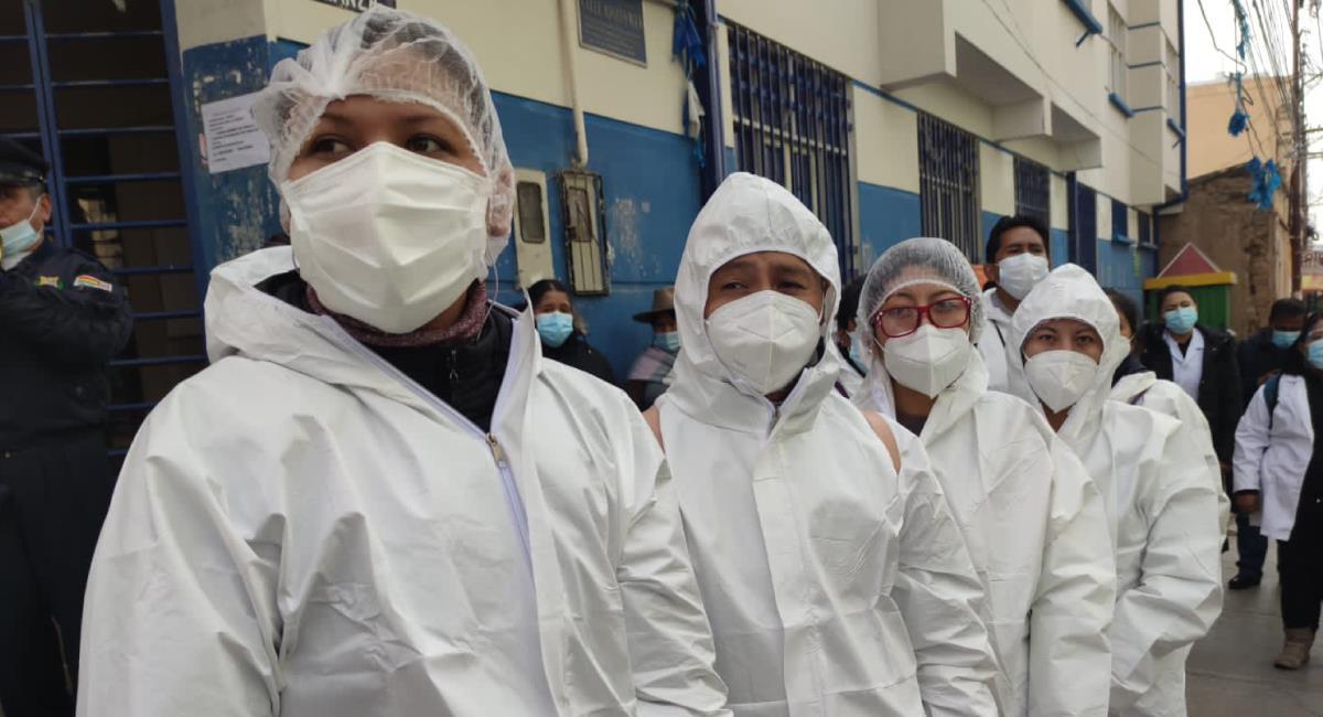 Ministro de Salud y Deportes, Dr. Jeyson Auza, comanda campaña de vacunación y canalización. Foto: Twitter @SaludDeportesBo