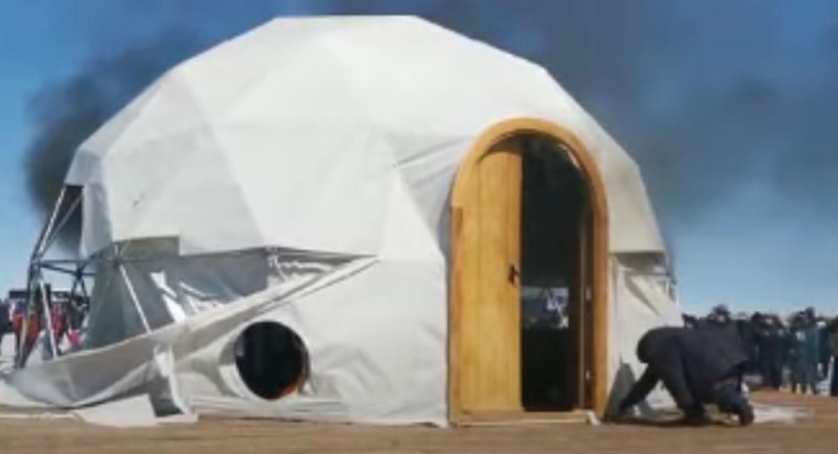 Pobladores del departamento de Potosí quemaron al menos tres de varios domos del hotel Kachi Lodge. Foto: Youtube / Captura canal Página Siete