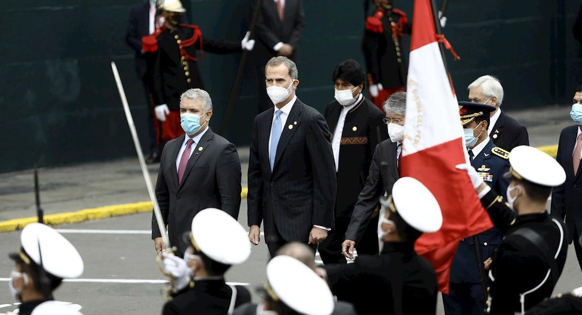 El presidente de Colombia, Iván Duque (i); el expresidente de Bolivia Evo Morales (atrás); el rey de España Felipe VI (2i), y el mandatario ecuatoriano Guillermo Lasso (c-d),. Foto: EFE