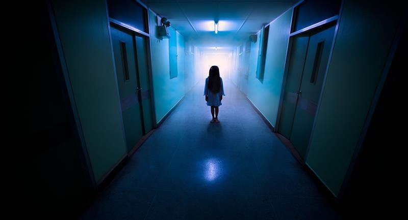 """Captan el momento en el que una niña """"fantasma"""" se manifiesta"""