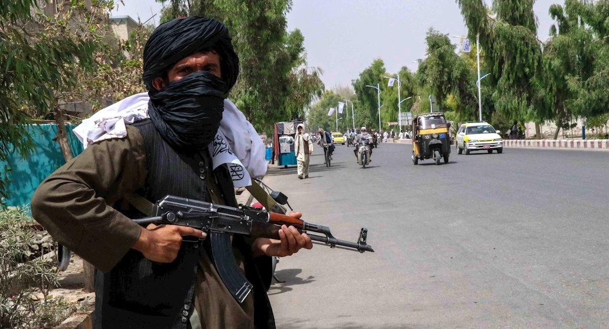 Talibán realiza patrullaje en Afganistán. Foto: EFE