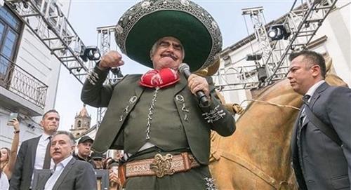 Vicente Fernández sigue terapia intensiva y es alimentado sonda