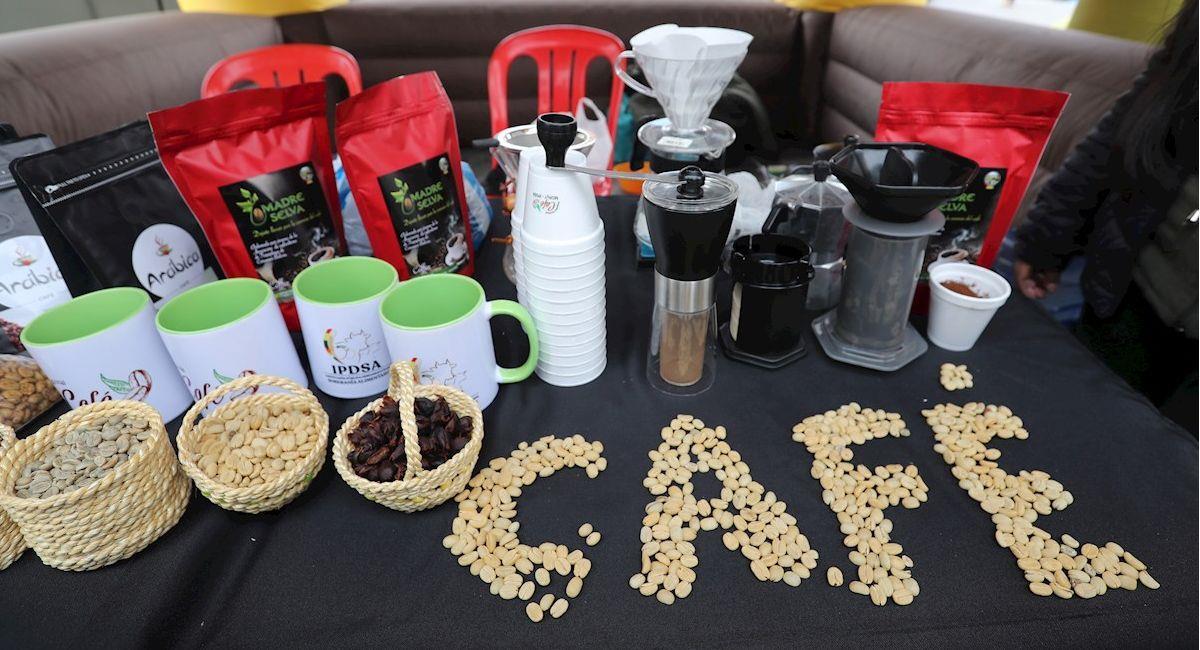 Productos expuestos en la feria de productos amazónicos. Foto: EFE
