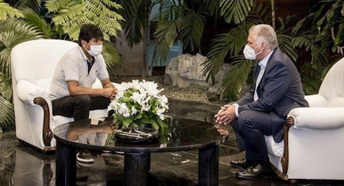 Evo Morales durante su visita al mandatario de Cuba, Miguel Díaz-Canel. Foto: EFE