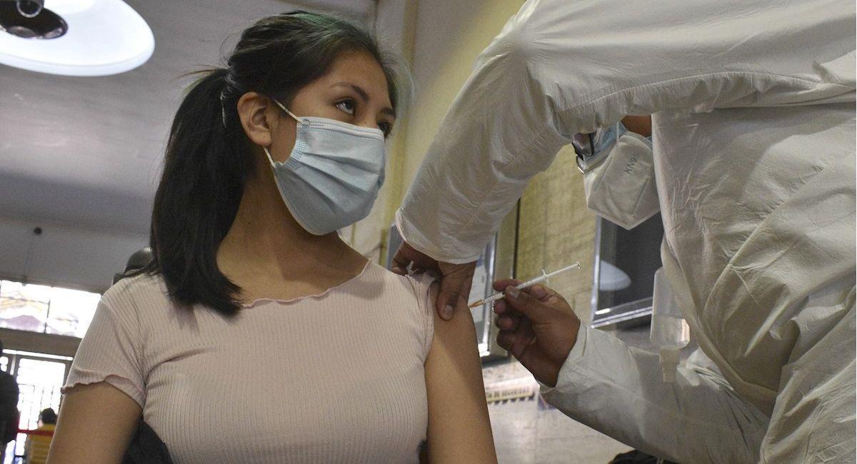 Vacunación contra la COVID-19. Foto: EFE