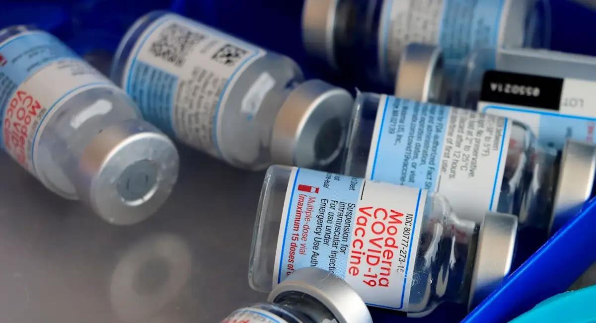 La aparición de nuevas variantes ha despertado el interés por comprobar si las dosis de refuerzo y las vacunas siguen siendo óptimas. Foto: EFE