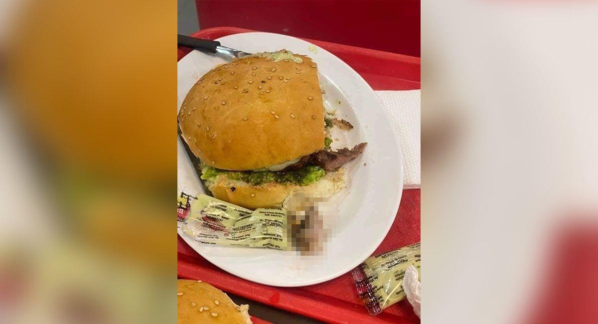 Hamburguesa en la que una mujer encontró un dedo humano. Foto: Redes sociales