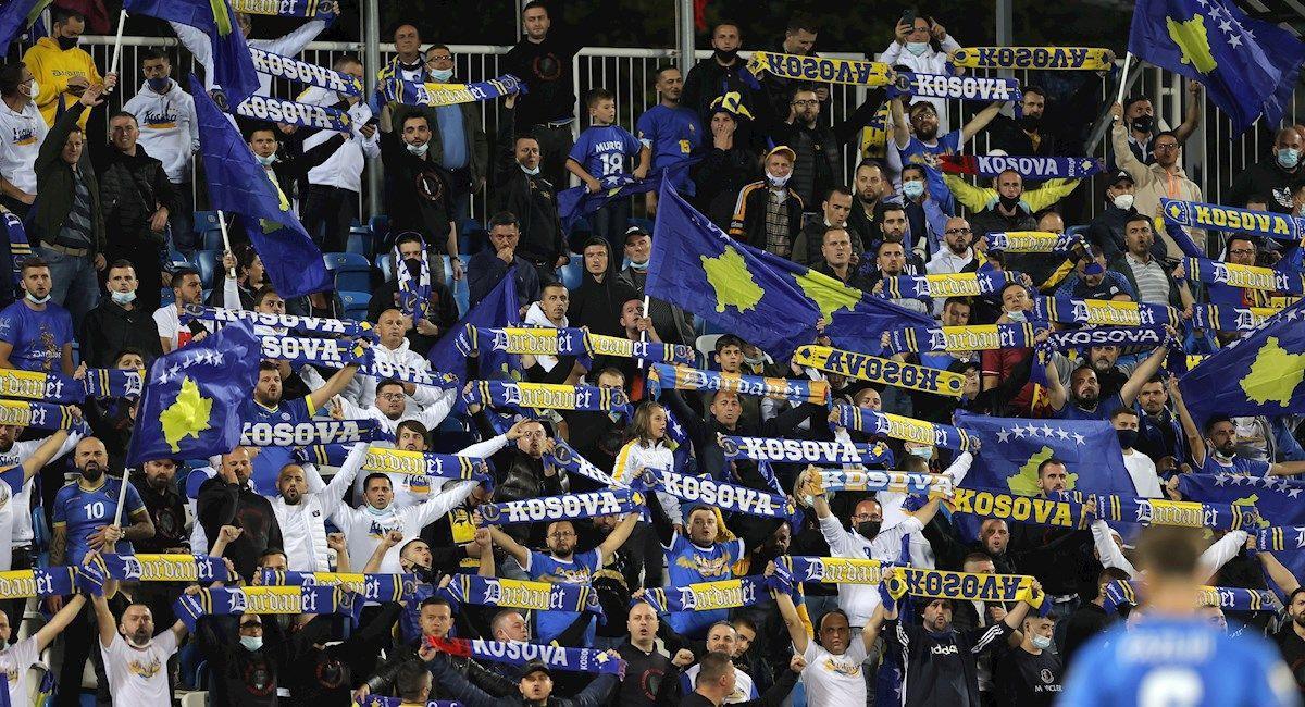 Aficionados de Kosovo en el partido de su selección frente a España. Foto: EFE