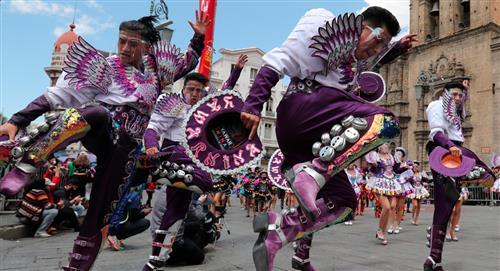 Bailarines se toman las calles de La Paz para reivindicar el origen del caporal