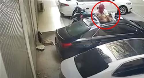 Una mujer cae desde el balcón donde mantenía relaciones íntimas en China