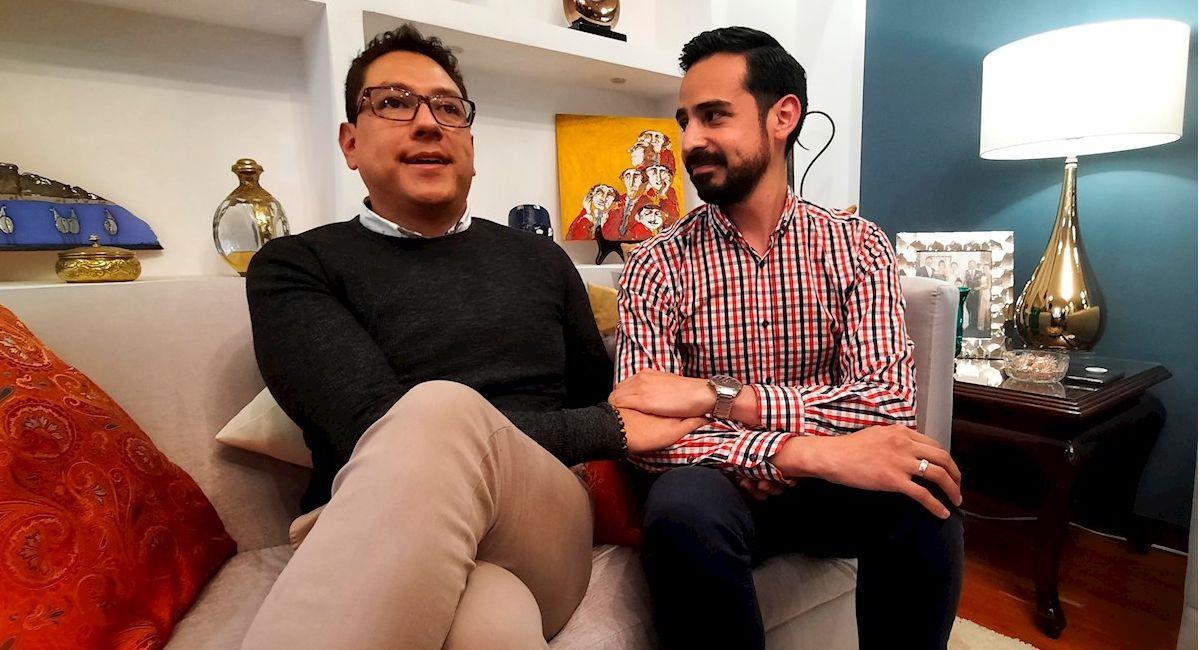 Andrés e Ignacio son la segunda pareja homosexual legalmente reconocida en Bolivia. Foto: EFE
