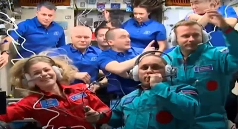 Equipo ruso llega a la Estación Espacial para filmar la primera película en el espacio