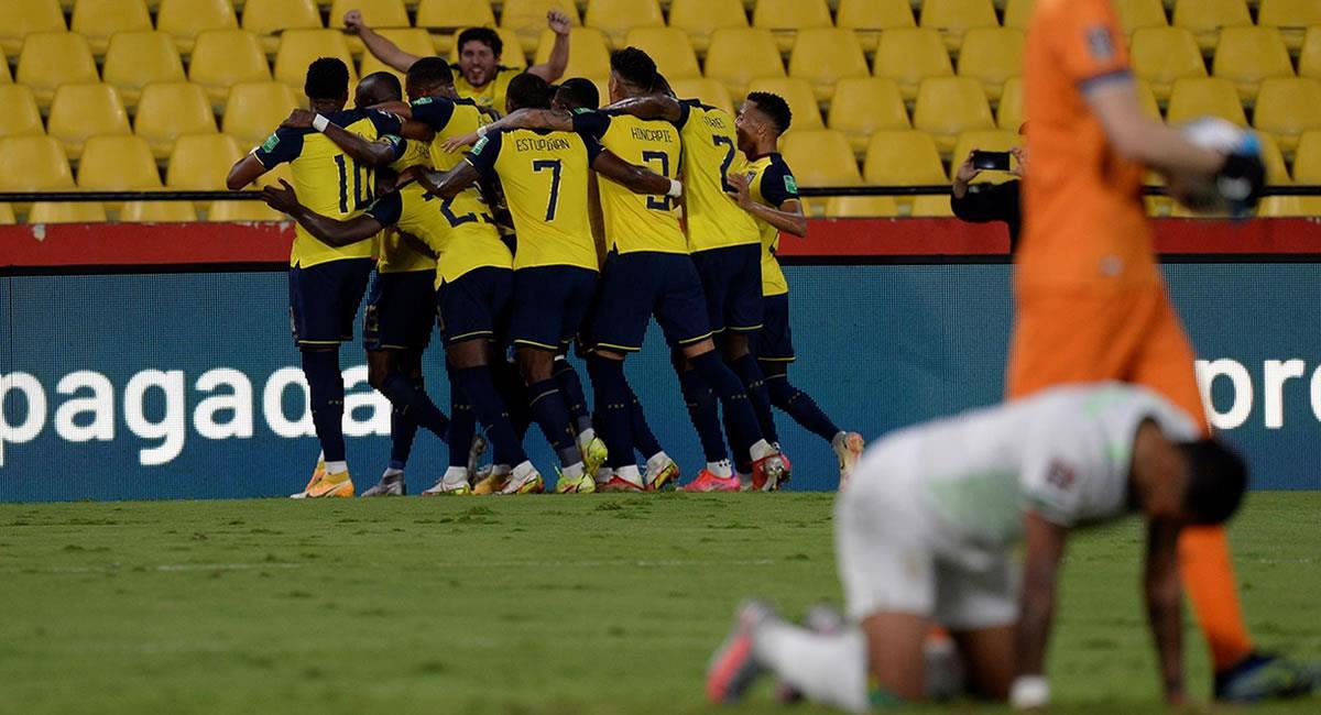 Jugadores de Ecuador celebran un gol ante Bolivia, en un partido de las eliminatorias sudamericanas para el Mundial de Catar 2022. Foto: EFE