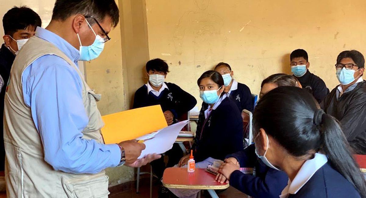 Vacunación a jóvenes de 16 y 17 años posiblitaría el regreso a clases presenciales. Foto: ABI