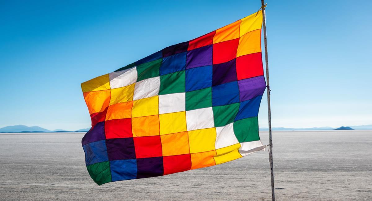 El Decreto Supremo 241 del 5 de agosto de 2009 establece las características de la wiphala como un símbolo sagrado. Foto: Shutterstock
