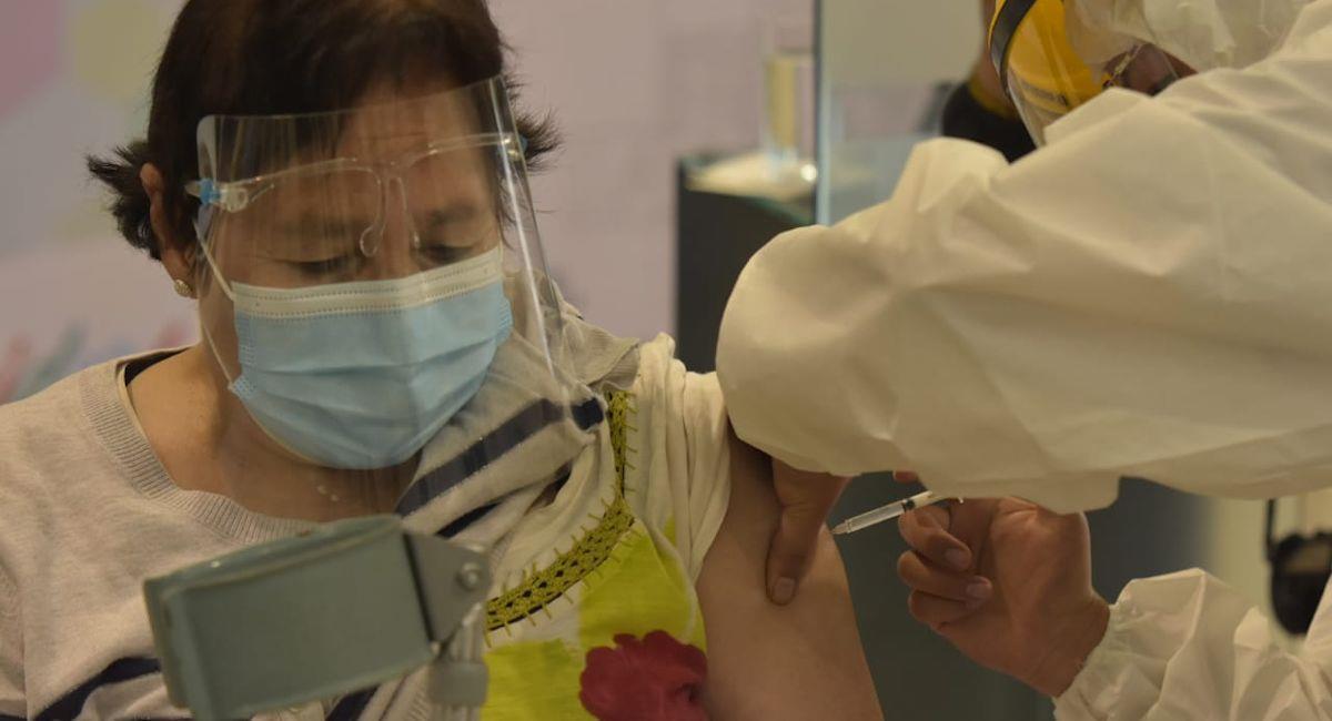 Vacunación contra la COVID-19. Foto: ABI