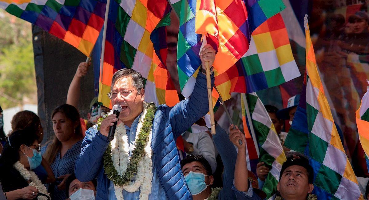 """El presidente Luis Arce participa del """"wiphalazo"""". Foto: EFE"""